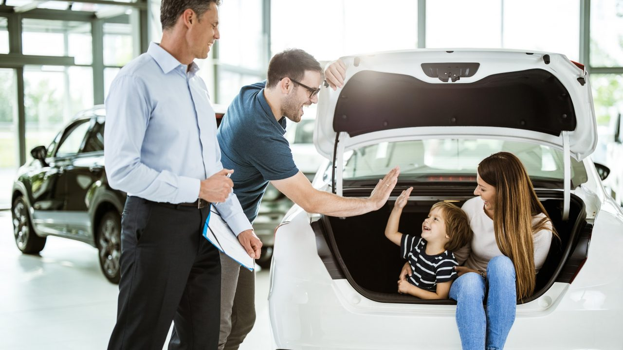 """Featured image for """"How New Auto Dealerships Can Improve Customer Experience"""""""