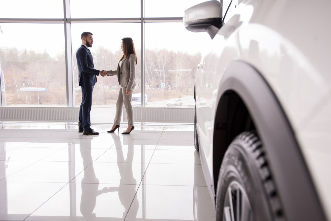 4 Tips for Closing Sales Using Car Dealer Inventory Software
